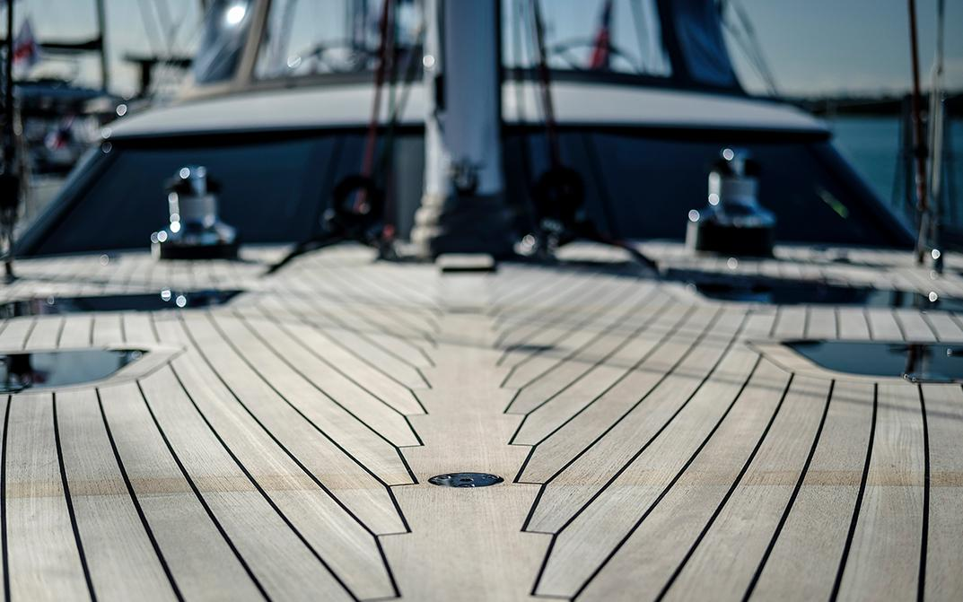 Foredeck facing aft C UP