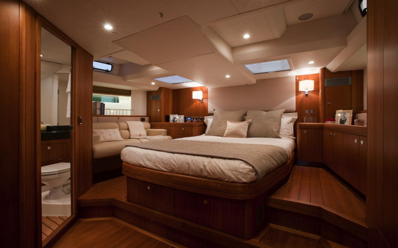 oysteryachts charter 625 blacklion mastercabin 1680x1050
