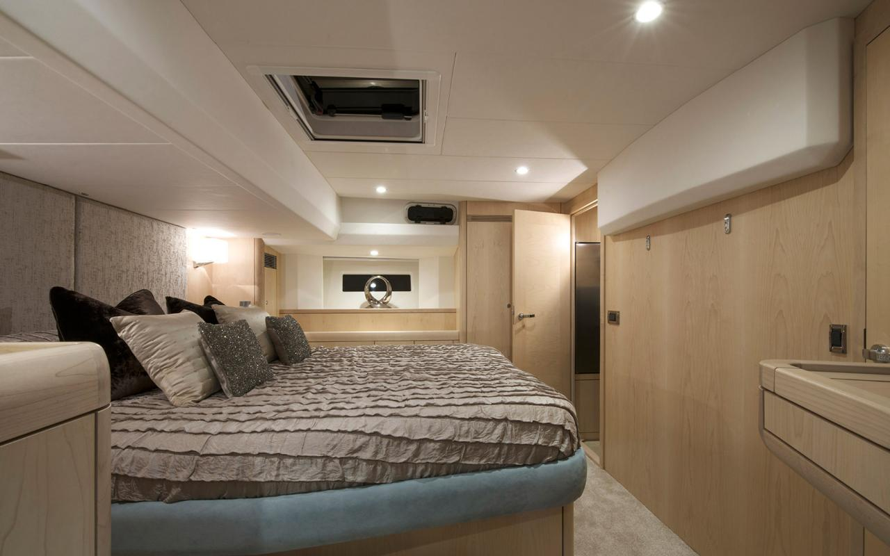 oysteryachts 545 interior 004