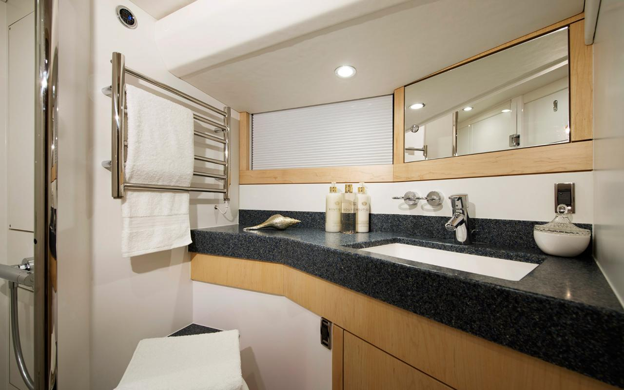 oysteryachts 545 interior 007