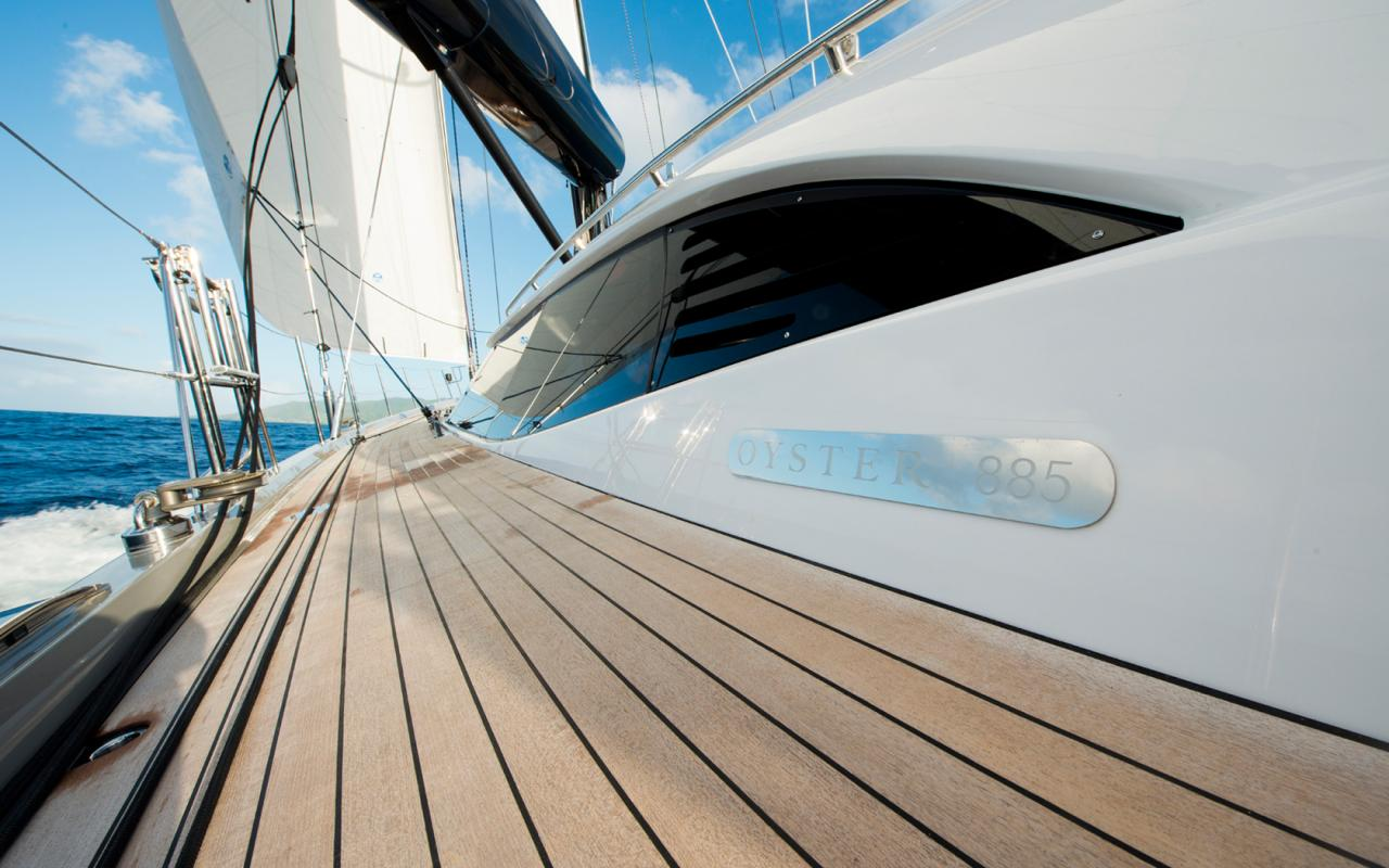 oysteryachts yachts 885 lush side deck 1680x1050