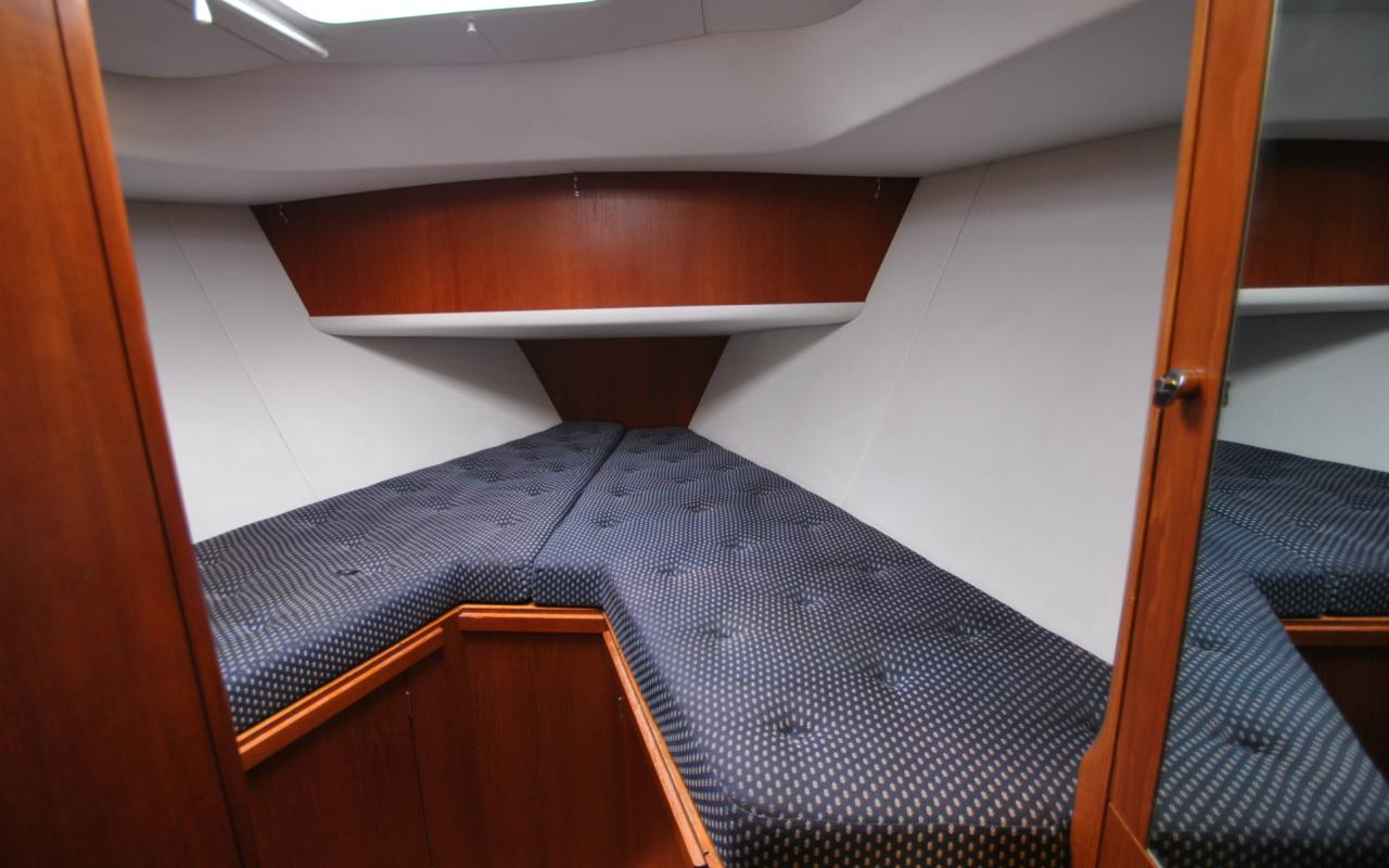 oysteryachts brokerage 45 12 degree of latitude forward guest