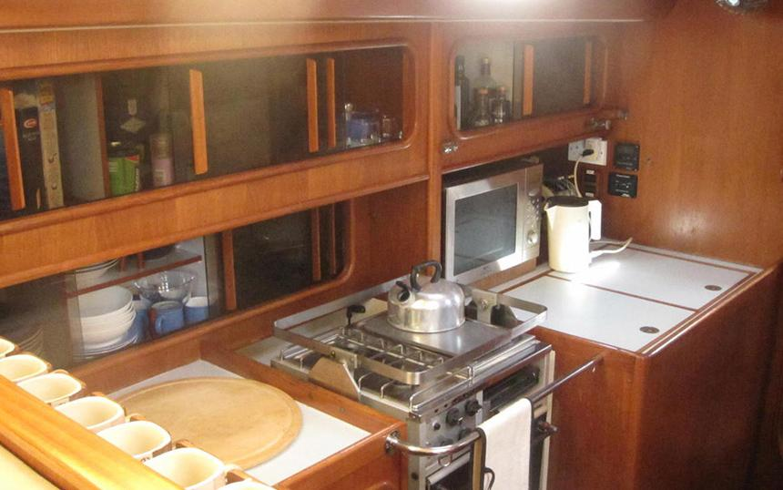 oysteryachts brokerage 55 02 icenic interior004 860x600