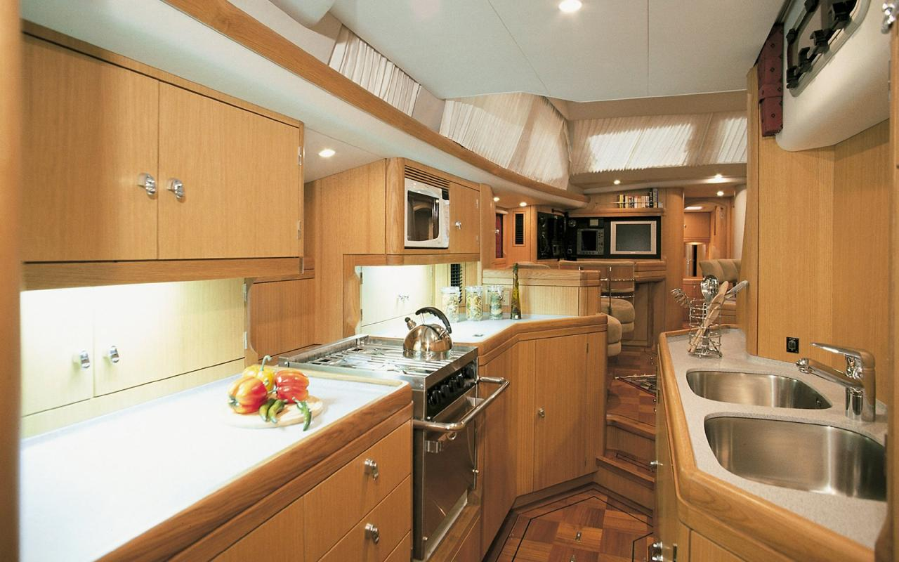 oysteryachts brokerage 62 01 pearlfisher interior002 1680x1050