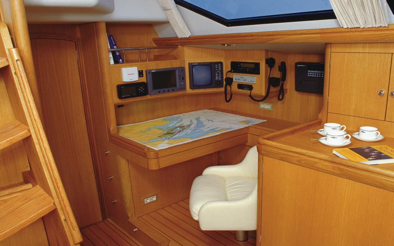 oysteryachts brokerage 70 16 no rehearsalnav cropped 1680x1050