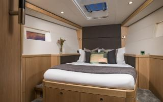 Oyster 565 Interior | Forward Guest Cabin