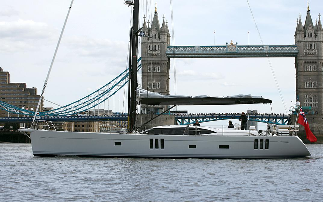 Oyster 745 in Front of London Bridge