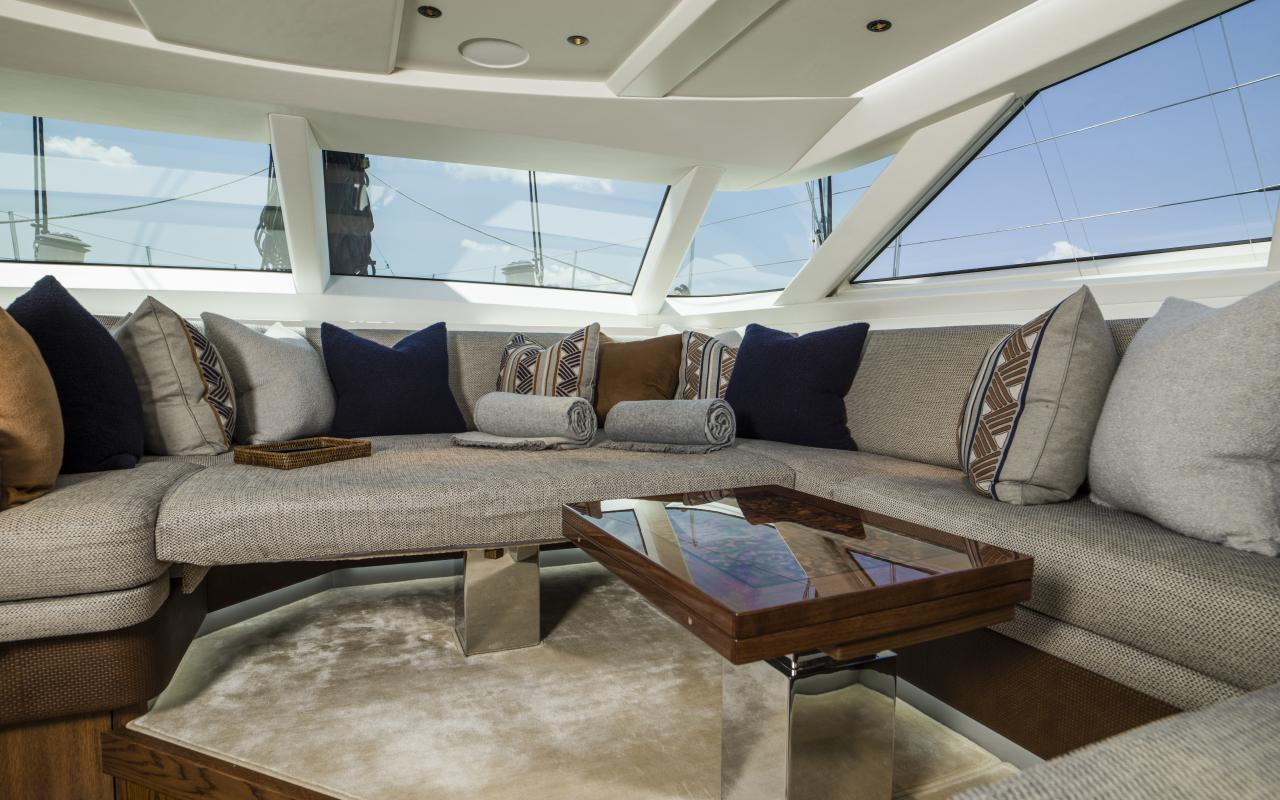 Oyster 885 with Daybed Interior Configuration